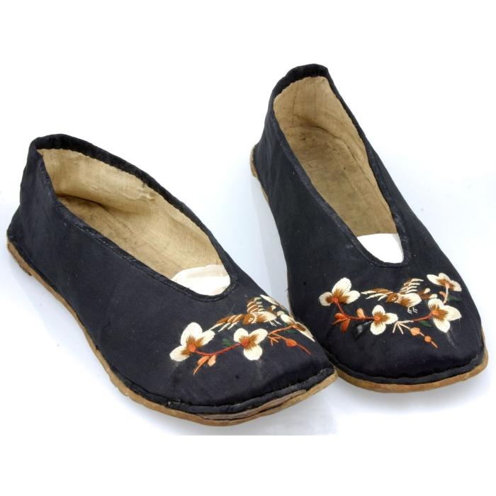 shoes, chinese, silk, moesgaard museum, de etnografiske samlinger, ethnography, collections, museum, aarhus, denmark